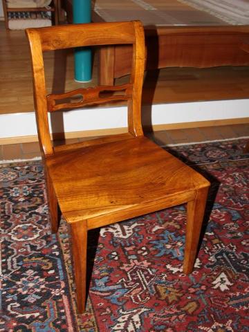 Biedermeierstuhl aus Nussbaum